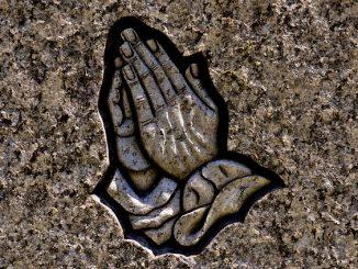 praying-hands-2273386_640