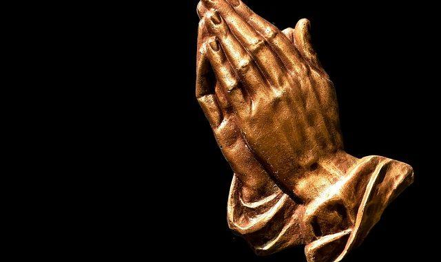 praying-hands-2539580_640